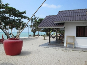 At Beach Bed & Bar 2*